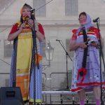 Matrjošky v čele s ruskou básnířkou Ljubov Vondouškovou v Karviné